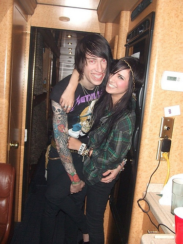 Who is Trace Cyrus dating? Trace Cyrus girlfriend, wife  Trace Cyrus And Hanna Beth Kissing