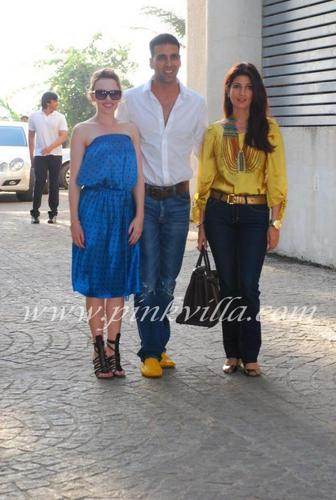 kylie with twinkle and akshay kumar in mumbai
