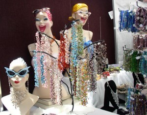Mannequins দেওয়ালপত্র possibly containing a bouquet called Glamour