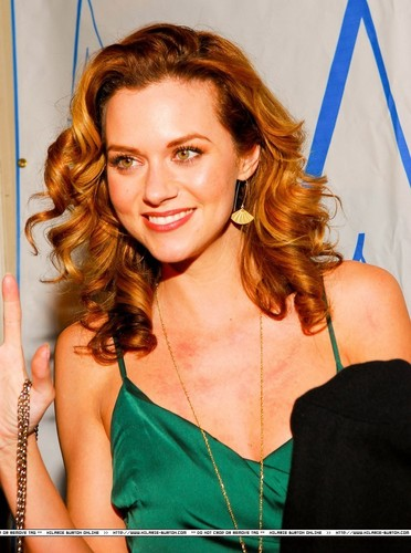 Hilarie Burton wallpaper with a portrait entitled Gorgeous Hil <333