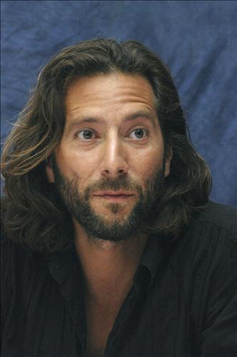 Henry Ian Cusick Hintergrund possibly containing a portrait called Henry