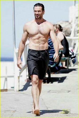 Hugh's 海滩 body