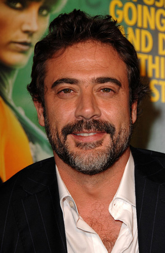 Jeffrey Dean morgan wallpaper with a business suit and a suit entitled Jeffrey @ LA Watchmen Premiere