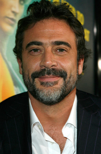 Jeffrey Dean morgan wallpaper with a business suit and a suit entitled Jeffrey @ LA Watchmen - O Filme Premiere
