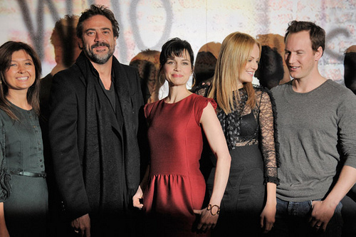 Jeffrey Dean morgan wallpaper possibly with a well dressed person, a coquetel dress, and a portrait titled Jeffrey @ Watchmen - O Filme Photocall- Paris