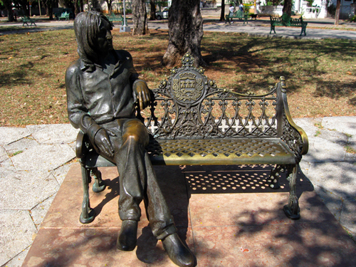 John Lennon 바탕화면 containing a park bench titled John's bronze statue in Havana Cuba