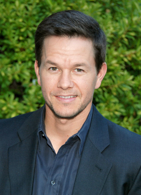 Mark Wahlberg fondo de pantalla probably containing a business suit entitled Mark Wahlber<3!