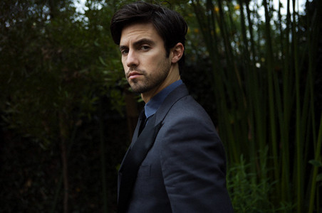 http://images2.fanpop.com/images/photos/4600000/PHOTOSHOOT-milo-ventimiglia-4638507-452-300.jpg