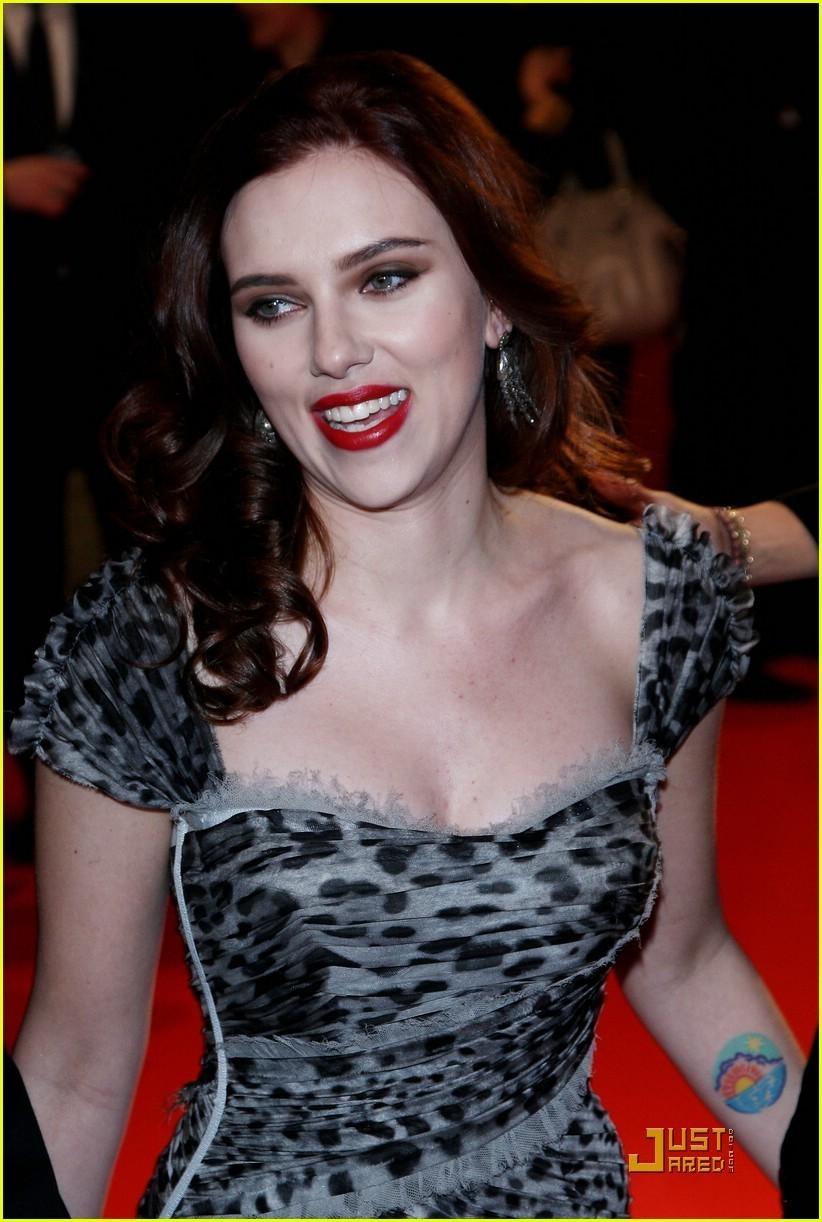 Scarlett @ Dolce & Gabbana Red Carpet
