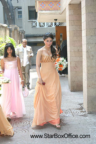 celeb weddings wallpaper with a bridesmaid and a gown titled kareena kapoor as bridesmaid at amrita aroras wedding
