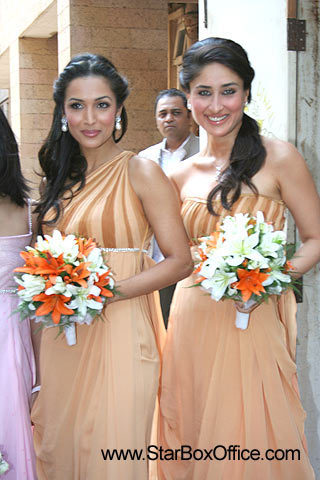 celeb weddings wallpaper with a bridesmaid entitled malaika and kareena at amrita aroras wedding