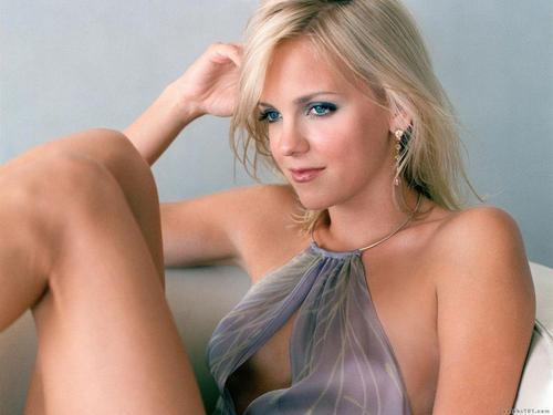 Anna Faris wallpaper probably containing attractiveness, skin, and a portrait called Anna