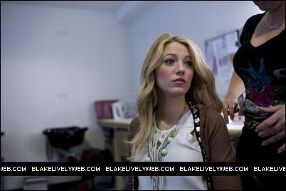 Blake Lively achtergrond with a portrait entitled Blake