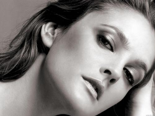 Drew Barrymore پیپر وال containing a portrait titled Drew