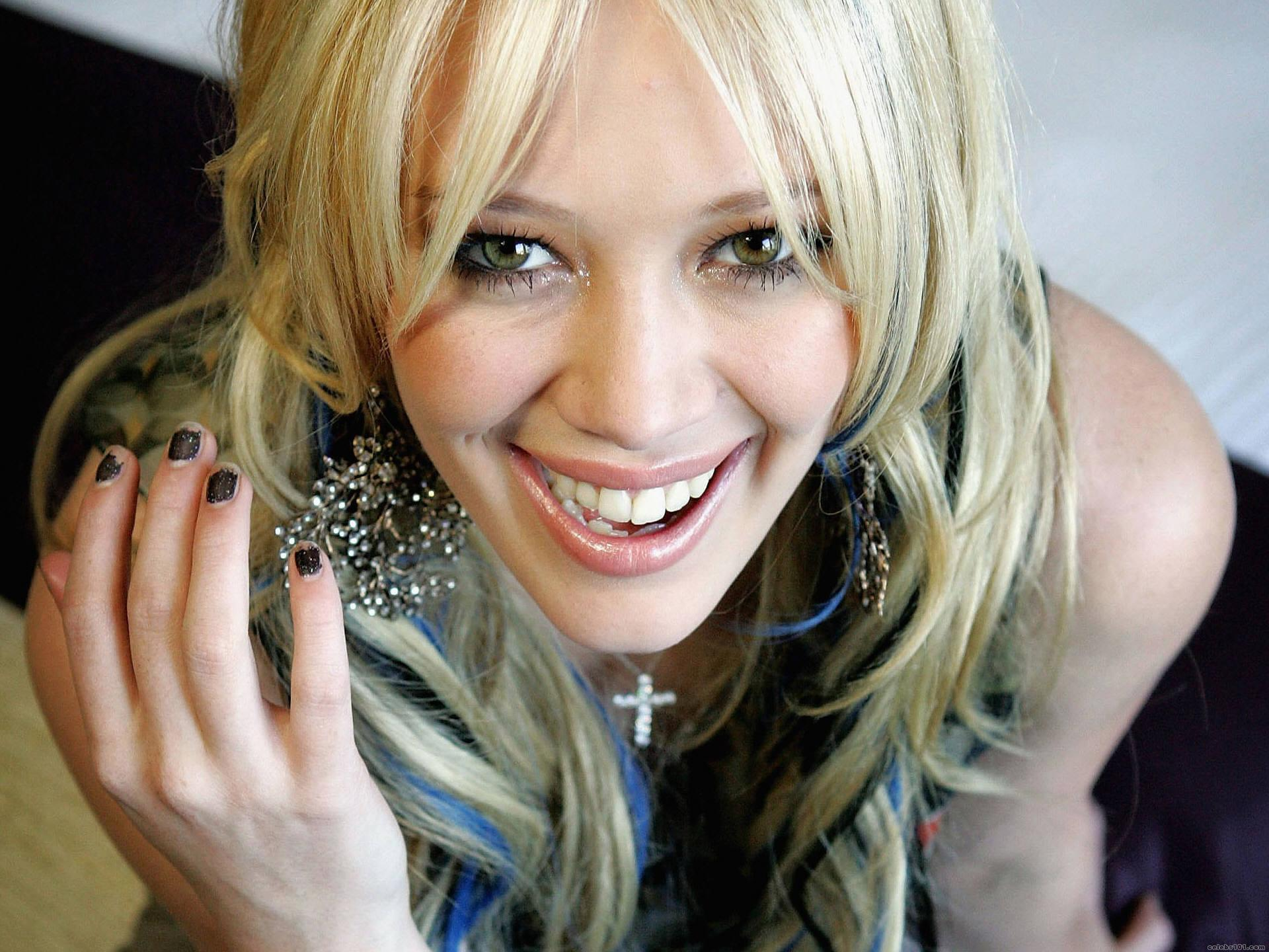 http://images2.fanpop.com/images/photos/4700000/Hilary-Duff-hilary-duff-4730413-1920-1440.jpg