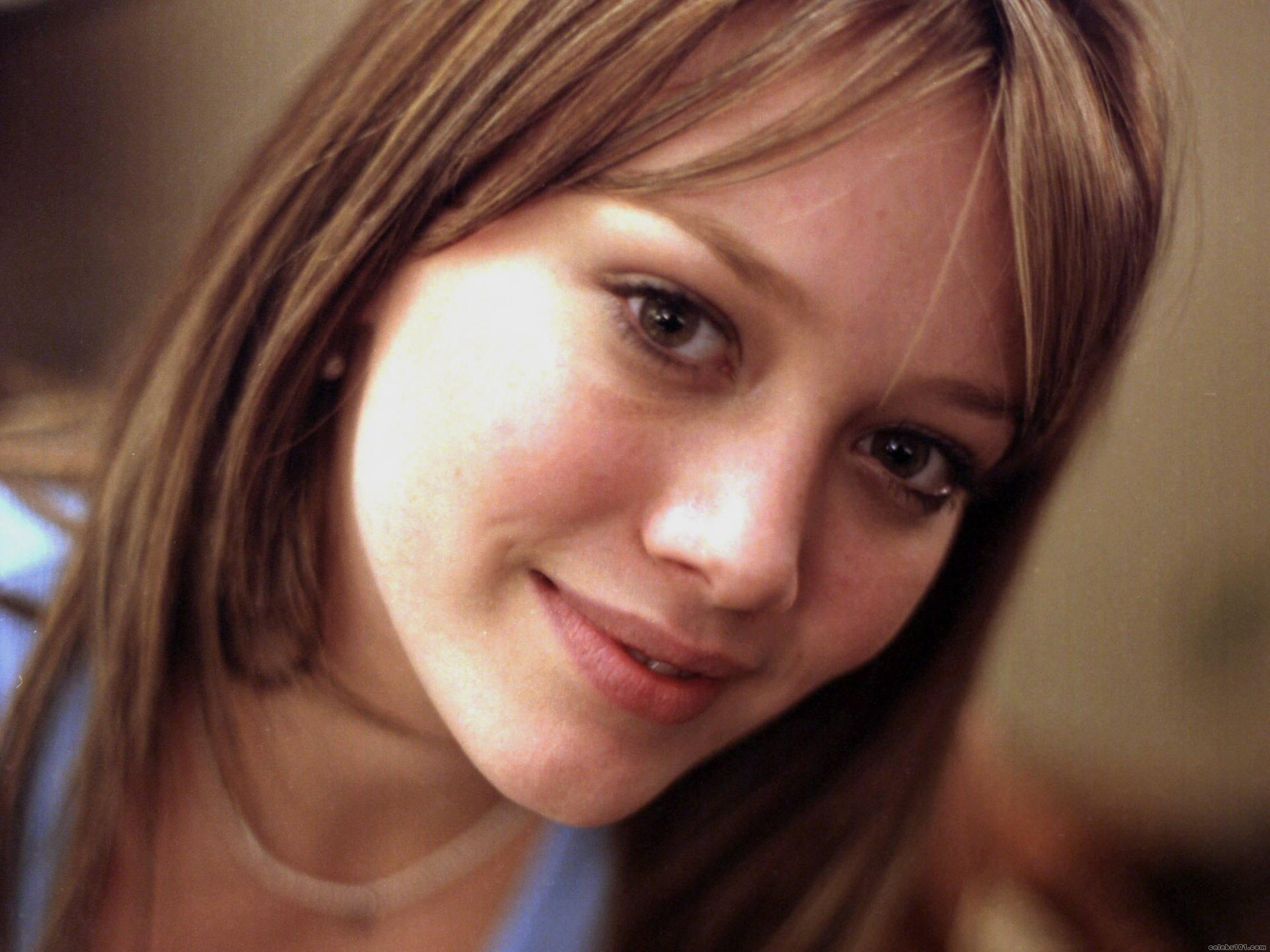 http://images2.fanpop.com/images/photos/4700000/Hilary-Duff-hilary-duff-4730423-1920-1440.jpg