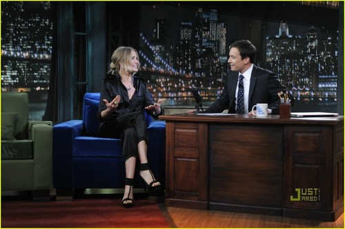 Late Night with Jimmy Fallon fondo de pantalla possibly with a dressing table, a family room, and a lectern entitled Jimmy Fallon and Cameron Diaz