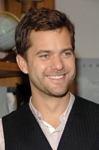 Joshua Jackson wallpaper with a business suit titled Joshua Jackson