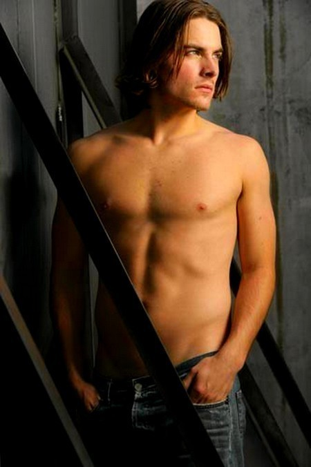 Kevin Zegers - Gallery Photo
