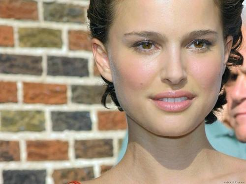 Natalie Portman wallpaper with a portrait called Natalie Portman