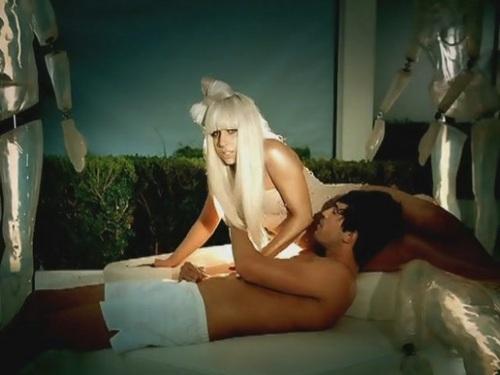 Lady Gaga karatasi la kupamba ukuta containing skin titled Poker Face - muziki Video