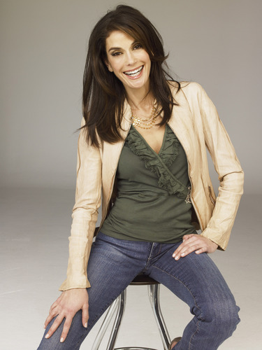 Desperate Housewives wallpaper possibly containing a well dressed person, a pantleg, and a hip boot entitled Teri Hatcher
