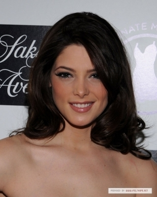 http://images2.fanpop.com/images/photos/4800000/Ashley-Greene-Hosts-DonateMyDress-org-Event-NY-3-jackson-rathbone-and-ashley-greene-4885601-319-400.jpg
