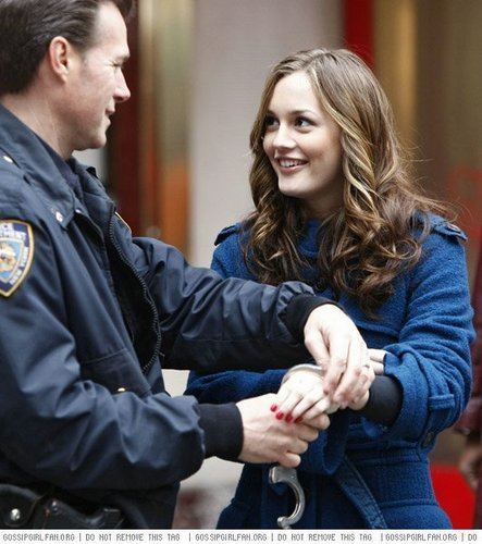 Gossip Girl wallpaper possibly with a portrait entitled Blair getting arrested