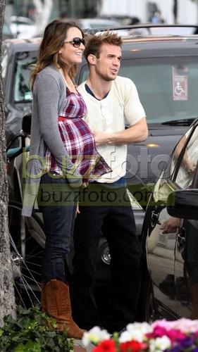 Cam And PREGNANT Gf !! Grr Ha.