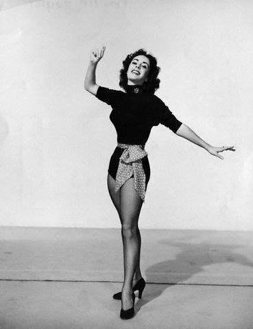 Elizabeth Taylor karatasi la kupamba ukuta probably with a leotard entitled Elizabeth Taylor