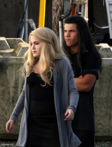 First Look New Moon Pics