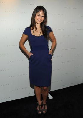 Jordana Brewster fond d'écran possibly with a cocktail dress, a well dressed person, and a haut, retour au début entitled Jordana