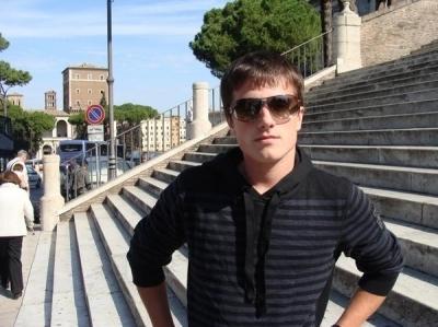 Josh Hutcherson wallpaper containing sunglasses titled Josh