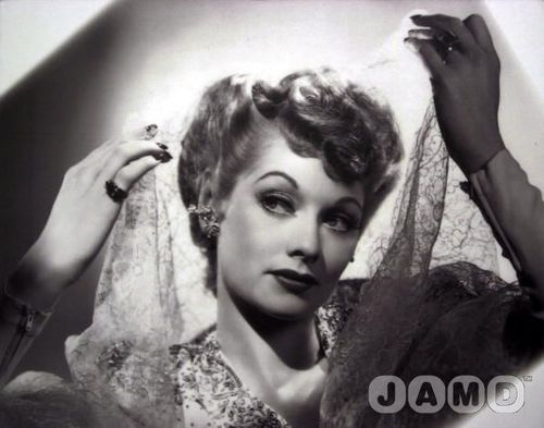 Lucille Ball پیپر وال probably containing a portrait called Lucille Ball