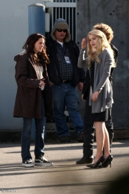 plus New Moon On Set photos