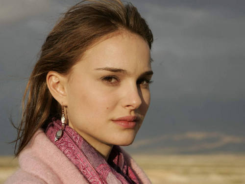 नताली पोर्टमैन वॉलपेपर probably with a portrait called Natalie Portman