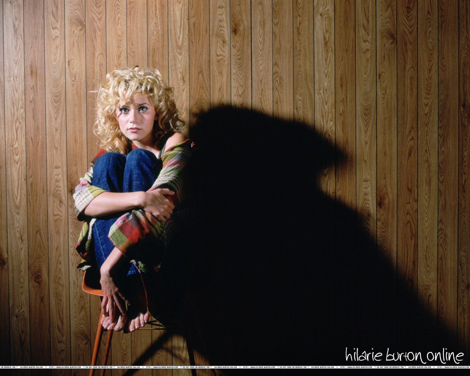 Peyton Sawyer One-Tree-Hill-Season-2-Photoshoot-3-hilarie-burton-4831022-2000-1601