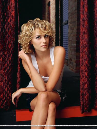 Hilarie Burton wallpaper probably containing tights entitled One Tree Hill Season 3 Photoshoot <3