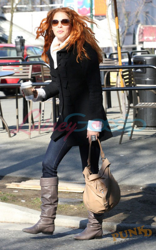 Siri-siri Twilight kertas dinding containing a hip boot and a business suit titled Rachelle Lefevre (Vancouver)