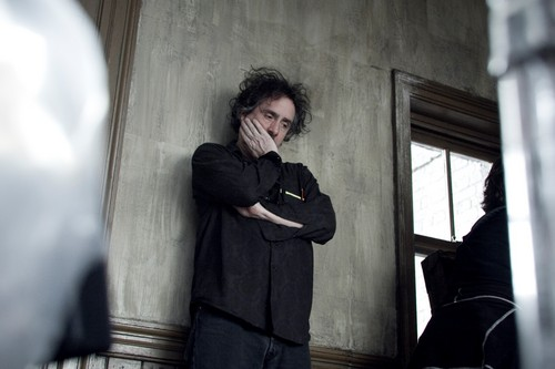 Tim burton fond d'écran with a business suit titled Sweeney Todd behind the scenes