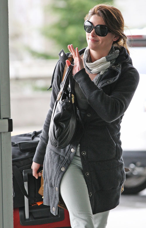 Ashley Greene @ Vancouver Airport