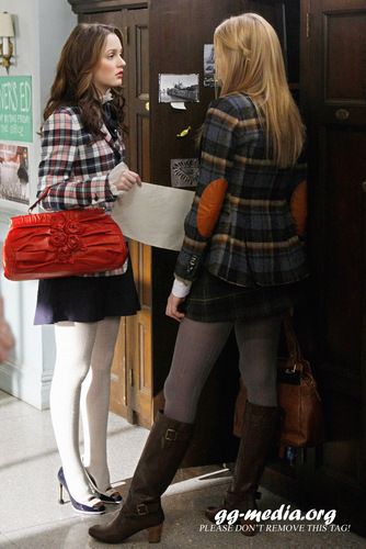 Blair Waldorf پیپر وال with a hip boot entitled Blair Waldorf Stlls HQ (season 2)