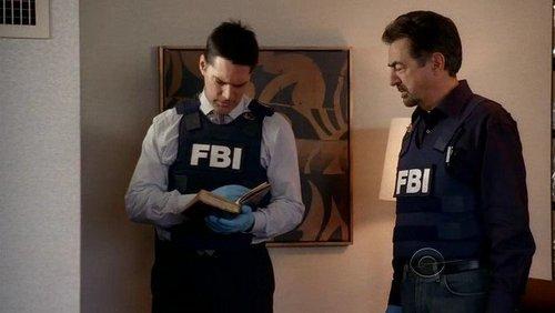 SSA Aaron Hotchner 바탕화면 containing a bulletproof vest, 전투복, 전투 드레스, 전투 복장, and a green 베레모, 베 레모 called Criminal Minds - 4x16-Pleasure is my Business