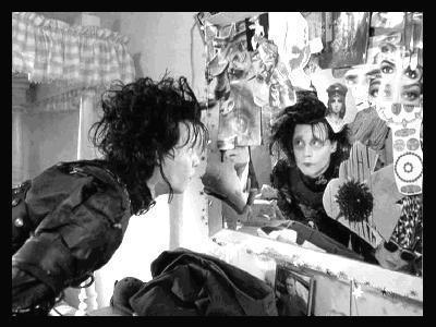 http://images2.fanpop.com/images/photos/4900000/Edward-Scissorhands-edward-scissorhands-4955886-400-300.jpg