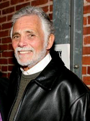 Jill's dad Arthur Hendricks played por David Hedison