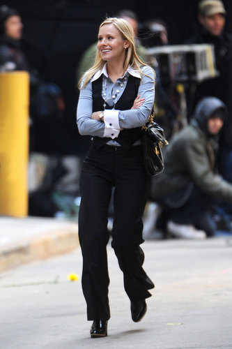 Kristen films scenes for her new movie When in Rome