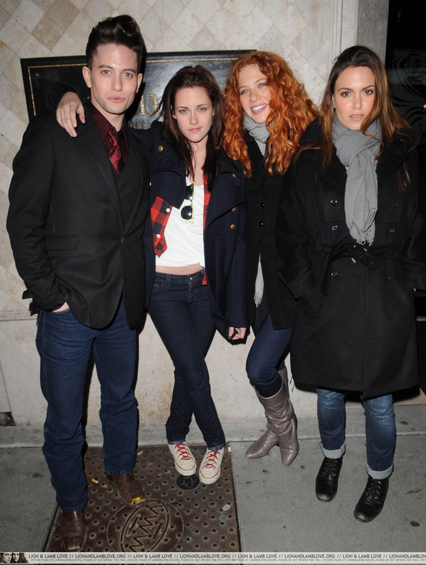 আরো Jackson, Kristen, Rachelle and Nikki In Vancouver