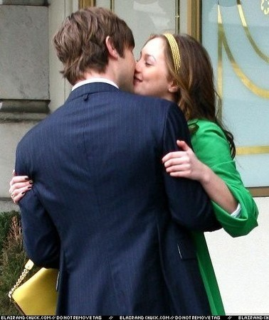Blair & Nate 壁纸 possibly containing a business suit and a portrait called New NB 吻乐队(Kiss) <3