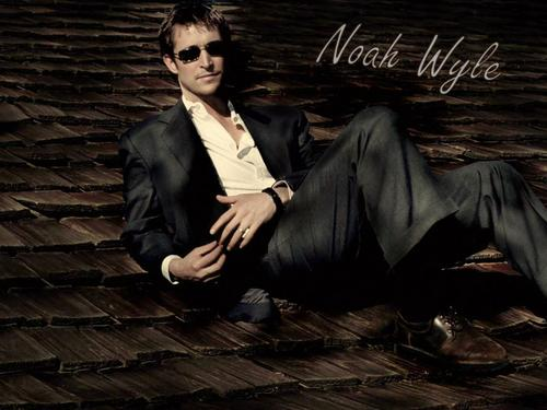 Noah Wyle Hintergrund containing a business suit called Noah Wyle