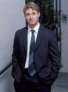 Ryan Atwood wallpaper with a business suit, a suit, and a three piece suit entitled Ryan <3